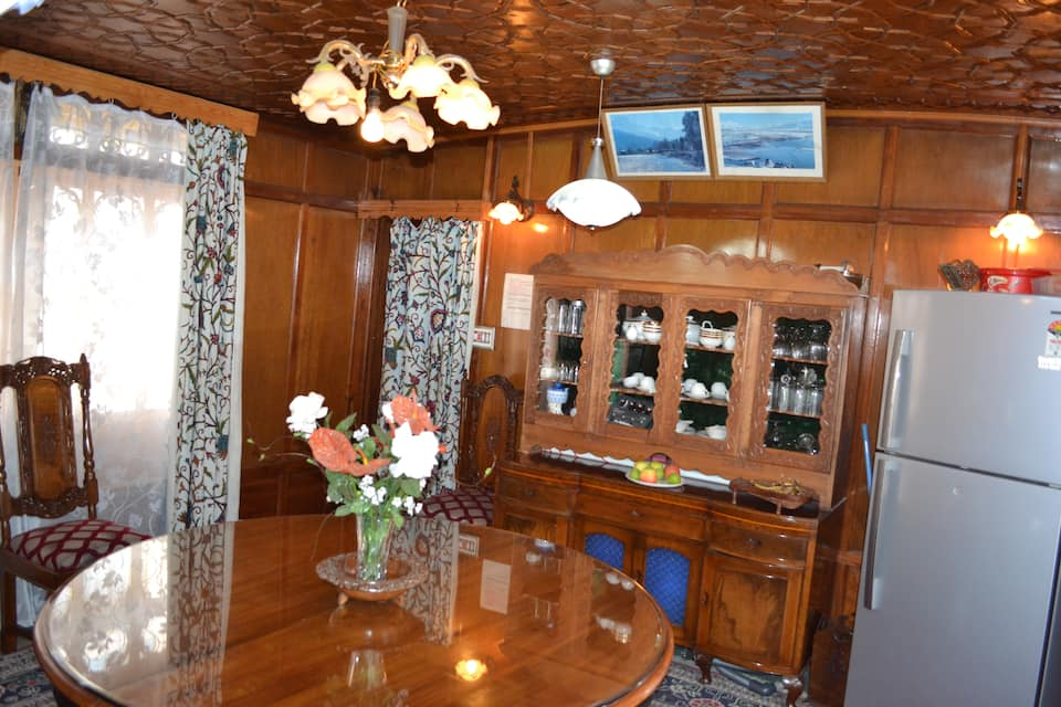 Saleem Houseboat, Dal Lake, Saleem Houseboat